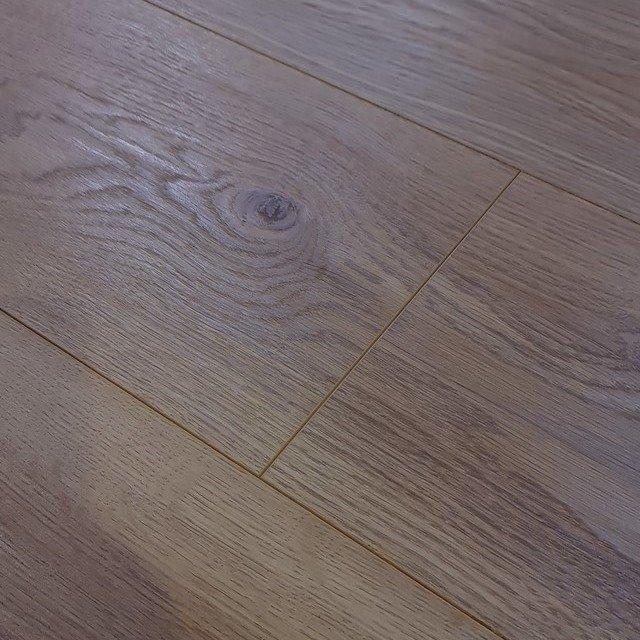 Bionyl Pro 8mm Heirloom Oak 4v, Is Waterproof Laminate Flooring Really